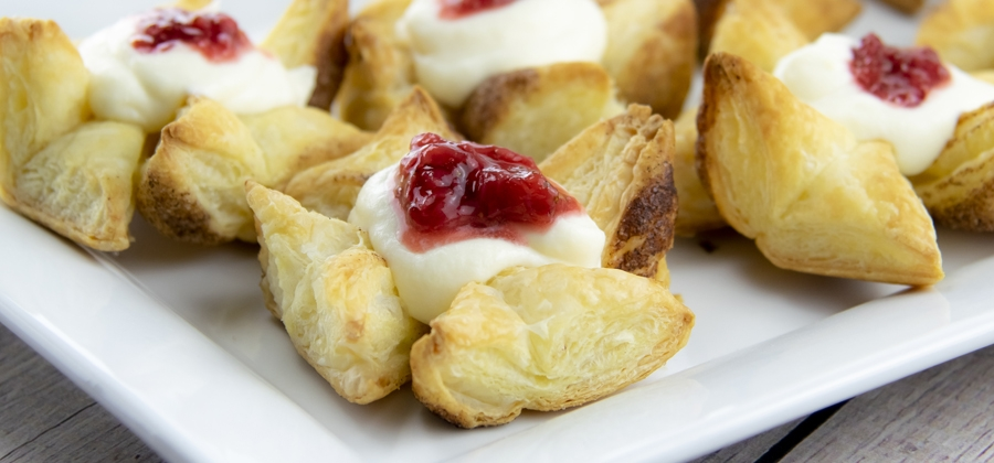 FFES-RICOTTA-PASTRIES-WITH-STRAWBERRY-COMPOTE